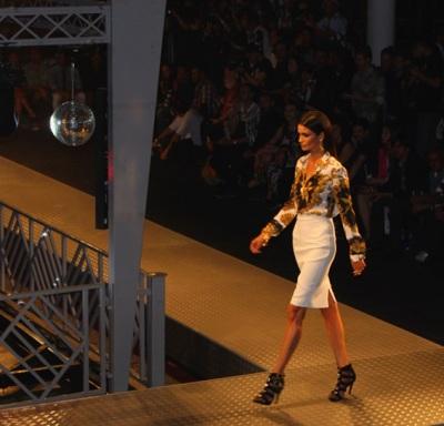 Riachuelo para Versace passarela